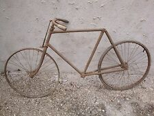 Vélo ancien grand bi vélocipède draisienne cycles bicyclette grand-bi
