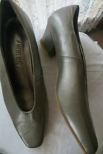 VINTAGE ~ MICHEL RENE ~ Pewter Leather  Heels * Size 7C * NEW * REDUCED !!