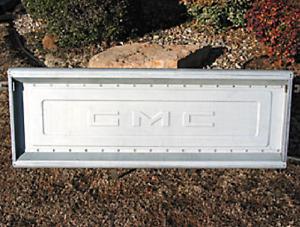 Tailgate GMC 1963 - 1987 Aluminum Script Push Button Stepside Pickup Truck