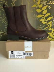 Clarks Ladies Size 4 Ankle Boot... Burgundy