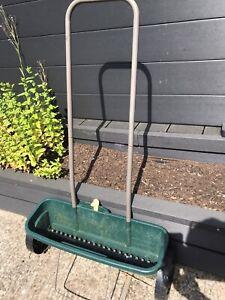 McGregor 12L Fertiliser Spreader Grass Garden Lawn Seed Spreading Salt Grit Feed