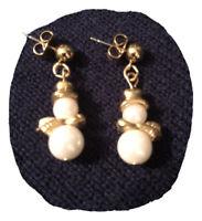 Vintage 1994 Faux Pearl Gold Tone Snowman Pierced AVON Stud Earrings Drop Dangle