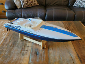 Vintage Traxxas Boat Villain IV NICE Condition BOAT ONLY NO TRANSMITTER