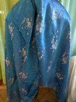 1m,78 hautx1m,50 beau bleu ,tissus soyeux style asiatique  a fleurs