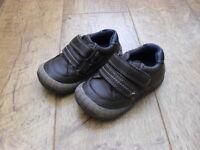 BOYS BROWN SHOES - SIZE 4 INFANT