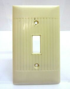Vintage Art Deco Beige Plastic Ribbed Light Single Switch Cover Plate