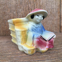 Shawnee 574 Chinese Asian Oriental Planter Woman Man Person Reading Book Vintage