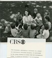 JANE ALEXANDER CHILDREN SMILING PORTRAIT A CIRCLE OF CHILDREN 1977 CBS TV PHOTO