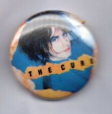 THE CURE - BUTTON BADGE ENGLISH ROCK BAND - GOTH - ROBERT SMITH 80s 90s PIN 25mm