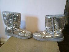 UGG CLASSIC SHORT SPARKLES SEQUIN GOLD BOOTS S/N 3161 US 6 EUR 37-ONLY SIZE 6