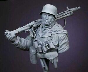 1/10 BUST Resin Figure Model Kit German Soldier Machine Gunner WWII Winter Dress