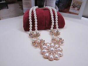 NEW -Short  Necklace Pearl Flowers and Zircon