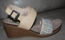 Bare Traps Women's Nadean Wedge Sandal Auburn Size 8 M