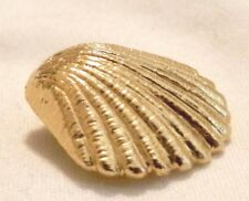 14k Yellow Gold Detailed Clam Shell Sea Shell Pendant