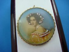 BEAUTIFUL HAND PAINTED PORTRAIT IN 14K YELLOW GOLD FRAME ANTIQUE BROOCH-PENDANT