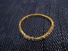 Pequeño Metal Tono Oro Elástico Blanco apedreado Pulsera muy bonita!