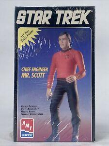 """AMT 8777 Star Trek Chief Engineer Mr. Scott Vinyl Model Kit 12"""""""