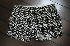 Old Navy Black & White Geometric Print Chino Khaki Shorts Size 4
