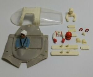 1/32 slot cars parts. Lost of parts. Check photos for details.
