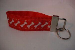 Handgefertigtes Schlüsselband Hundeknochen weiß/rot ca. 10 cm