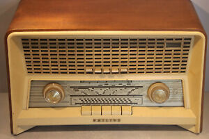 Complete Philips B4X82A valve radio from 1958/1959