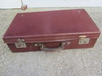 ancienne valise cuir bordeaux pour déco vintage, rangement etc..