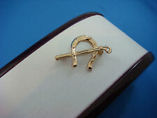 18K YELLOW GOLD HORSE SHOE POLO VINTAGE BROOCH, 25.7 MM LONG,  2.1 GRAMS