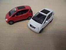 Herpa 1:87 - 2x Mercedes A-Klasse (W 168) mit Lamellendach - rot + weiß