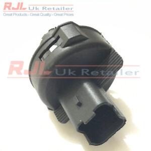 REAR LOWER FOG/REVERSE LIGHT BULB HOLDER fits ST/RS MK2.5 08-11