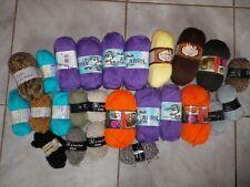 Lot composé de 25 pelotes de laine neuves