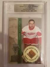 2004-05 ITG Ultimate Memorabilia Terry Sawchuk Game Used Pad Card 16/25 (Box DP)
