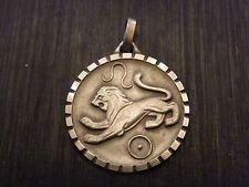 Pendentif médaillon Signe du Zodiaque en Argent Plaqué Lion