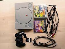 Playstation 1 mit Controller, Spielen, Memory Card und Kabeln