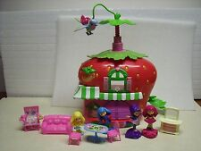 STRAWBERRY SHORTCAKE Very Berry CAFE Figures, dolls, Furniture 11 PC LOT