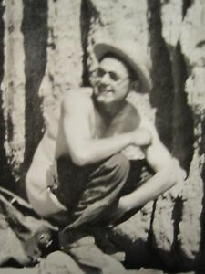 ANTIQUE VINTAGE RED ROCK CANYON RISQUE HIKER MAN UNDRESSED NO PANTS FUNNY PHOTO