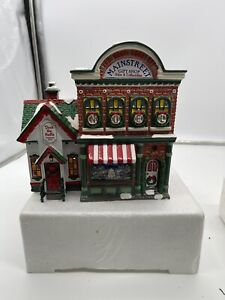 "Dept 56 Snow Village ""Mainstreet Gift Shop,"" with light , 1997 , Excellent"