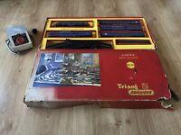 TRIANG HORNBY RS.34 TRANSCONTINENTAL BLUE/YELLOW DIESEL, 4 X T/C COACHES, BOXED