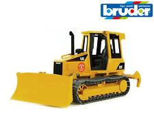 Bruder Spielsachen 02443 Caterpillar Cat Bulldozer Dozer mit Scariffer auf