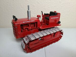 International IH Farmall T-6 Crawler Tractor - Gilson Riecke 1:16 Scale Model