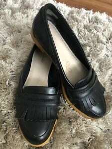 Ladies Clarks Leather Flat Shoes Size 4 Loafers/Moccasins