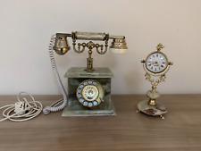 Konvolut Standuhr und Telefon aus grünem Onyx