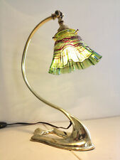 LAMPE ART DECO / ART NOUVEAU EN BRONZE. TULIPE EN VERRE IRISE ATTRIBUEE A LOETZ