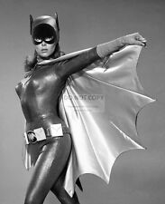 "YVONNE CRAIG AS ""BATGIRL"" IN TV SERIES ""BATMAN"" - 8X10 PUBLICITY PHOTO (EP-673)"