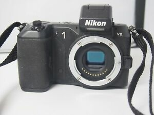 Nikon 1 V2   Digital   Camera body only with battery charger
