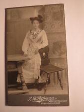 Berchtesgaden - Mädchen - junge Frau in Tracht mit Hut - Kulisse / CDV