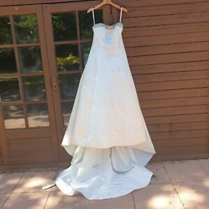 Alfred Angelo Ivory & Celadon Green Renaissance Wedding Dress With Train Size 14