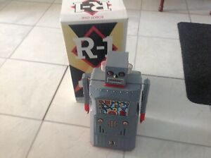 R-1 TIN METAL ROBOT 2000 Rocket USA Ltd Electronic Lights Display