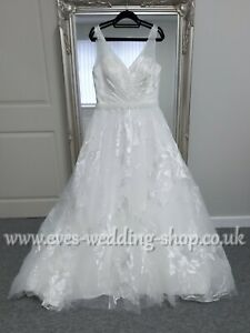 Floral V neck ivory wedding dress UK 18- check measurements