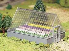 BACHMANN PLASTICVILLE  O/S Scale Greenhouse with Flowers KIT