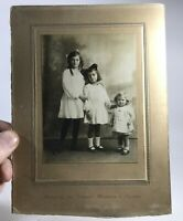 T55: VINTAGE PHOTOGRAPH PORTRAIT BY EMBERSON, WIMBLETON & BRANCHES. THREE GIRLS
